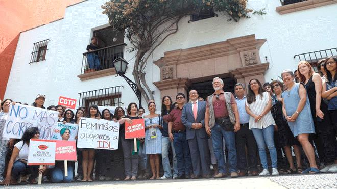 Ciudadanos hacen plantón en solidaridad hacia IDL-Reporteros y Gustavo Gorriti