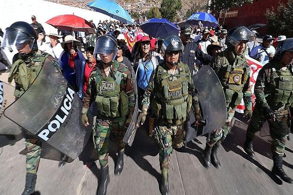 ONG presentan demanda contra convenios entre mineras y la PNP (Expreso)