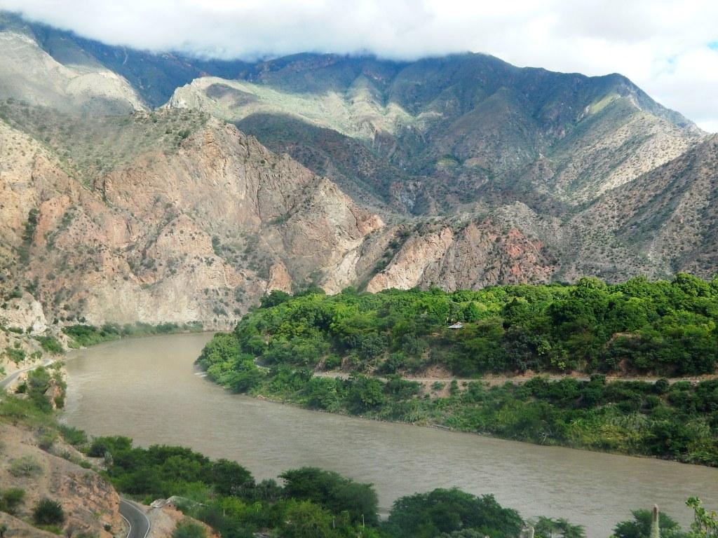La defensa del río Marañon frente al formalismo procesal en los procesos de amparo