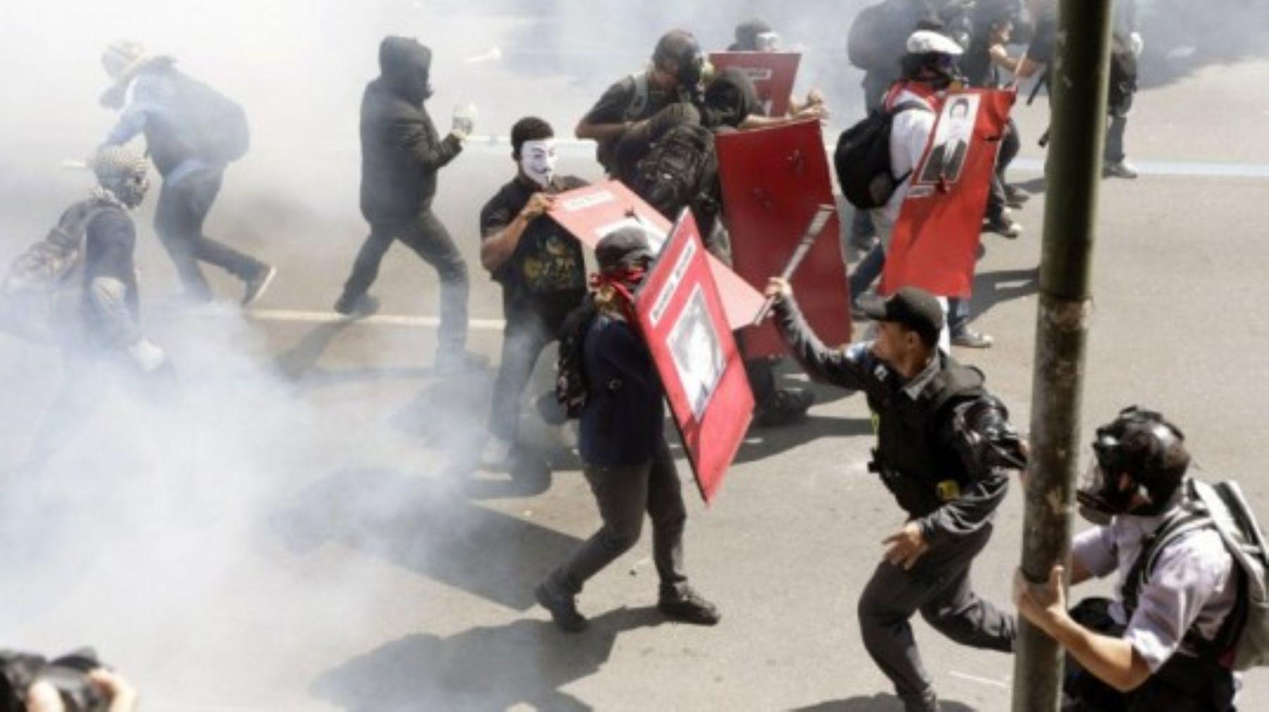 La ley que permite a los policías matar a peruanos y esperar su sentencia en libertad