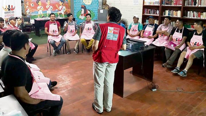 Colectivo de Hombres por las Relaciones Igualitarias realiza acciones preventivas en Villa María del Triunfo