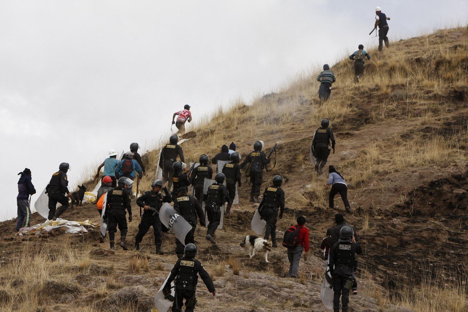 Fiscalía de Colombia fija criterios para investigar casos de criminalización de la protesta