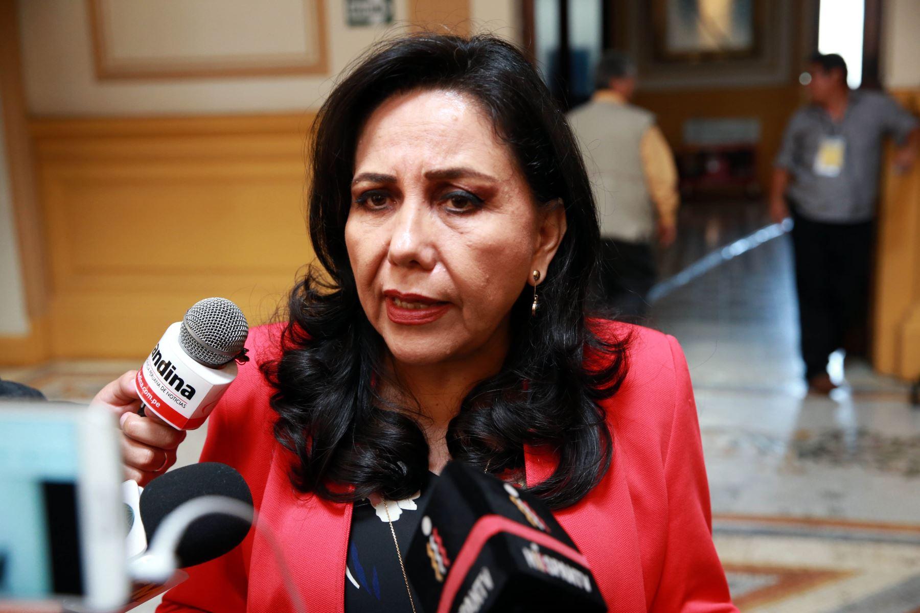 """Ministra de la Mujer: """"Los hombres deben tomar conciencia de su rol"""""""
