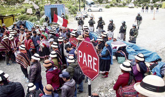 TC tiene en sus manos eliminar servicios de policía a mineras (La República)